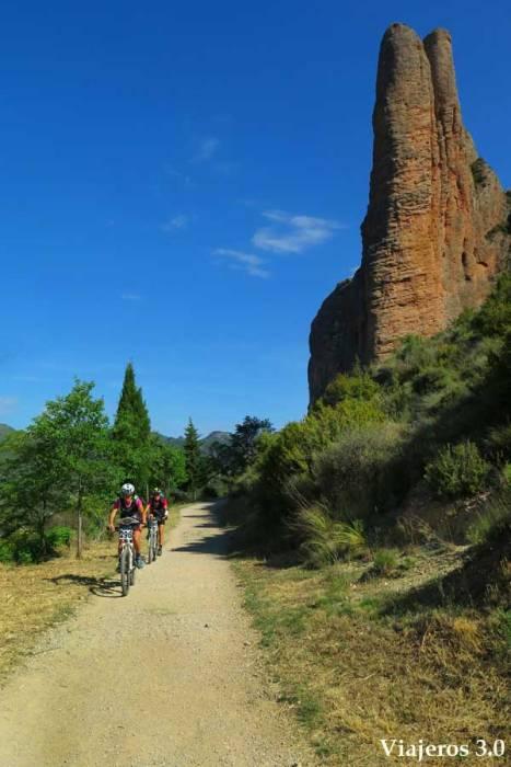 ciclismo en los mallos de Riglos