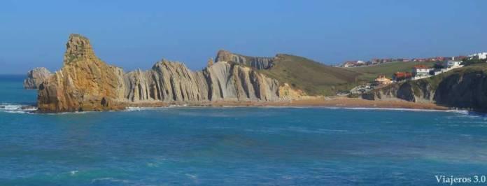 vista panorámica de la Playa de Portio en Cantabria