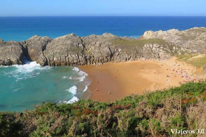 vista panorámica de la playa nudista de Somocuevas