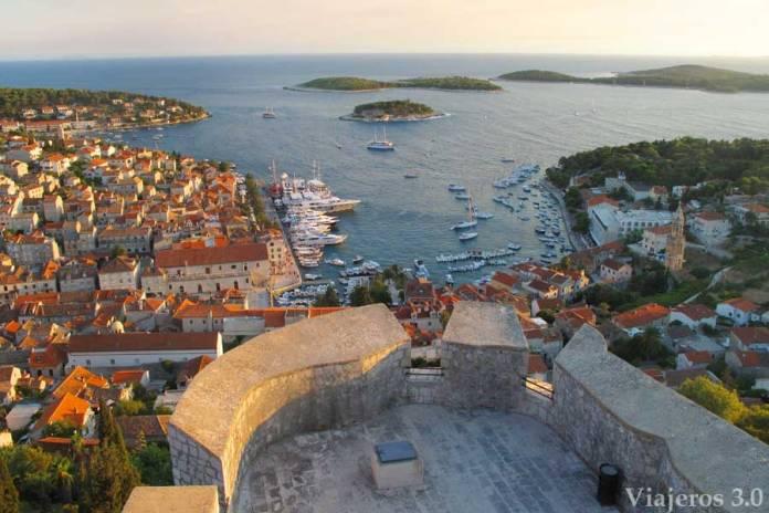 vistas de la ciudad de Hvar, ruta por Croacia y Eslovenia