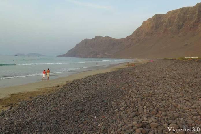 Que hacer y que ver en Lanzarote, playa de Famara