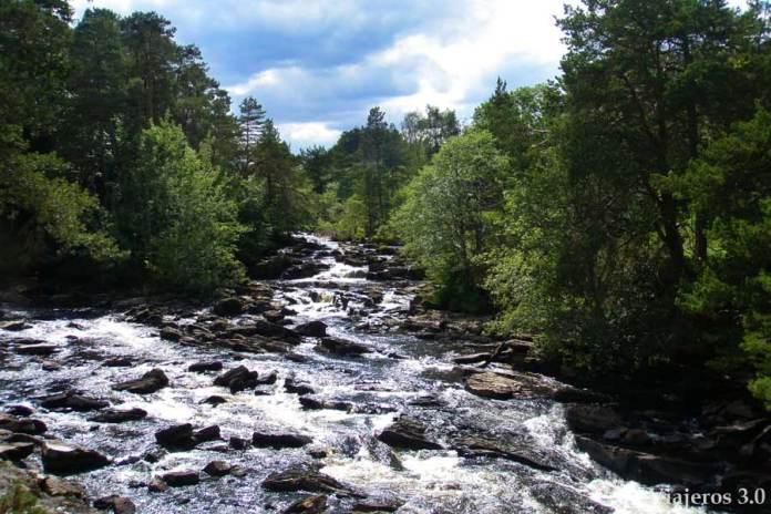cataratas de Dochar en Killin, en ruta por Escocia y las Highlands