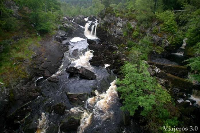 Roggie Falls en las Highlands