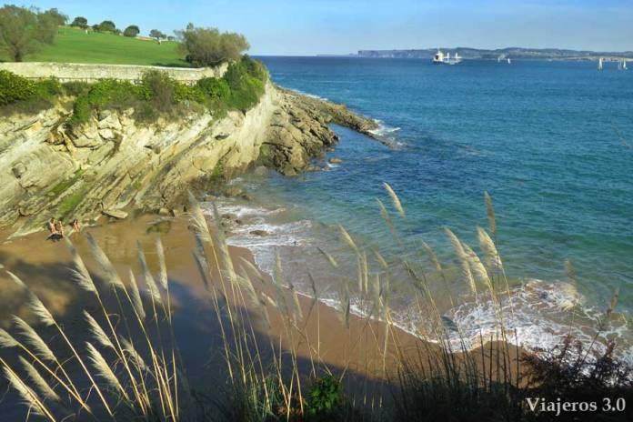 Playa de los Molinucos en Santander