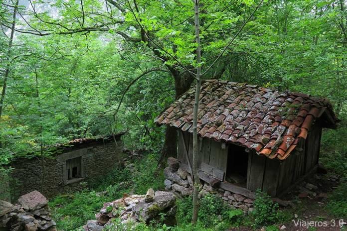pueblo abandonado de Rubriellos, junto a Hotel Puente Vidosa