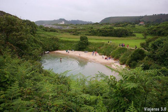 playa de Gulpiyuri, las mejores playas que ver cerca de Llanes