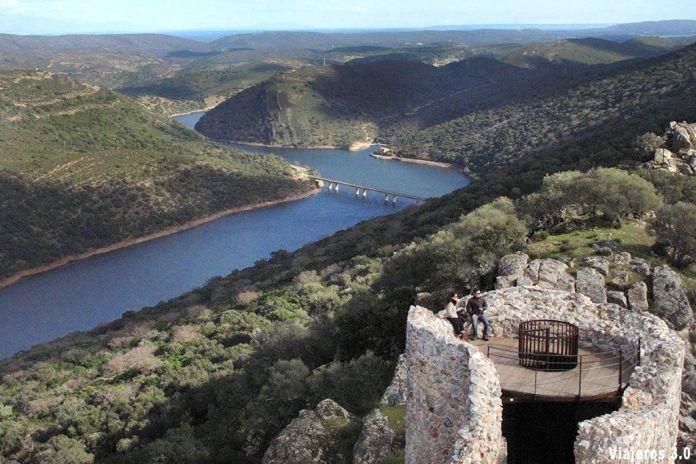 Castillo, ruta en coche por Monfragüe