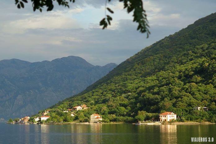 bonitos paisajes de la ruta por la Bahía de Kotor