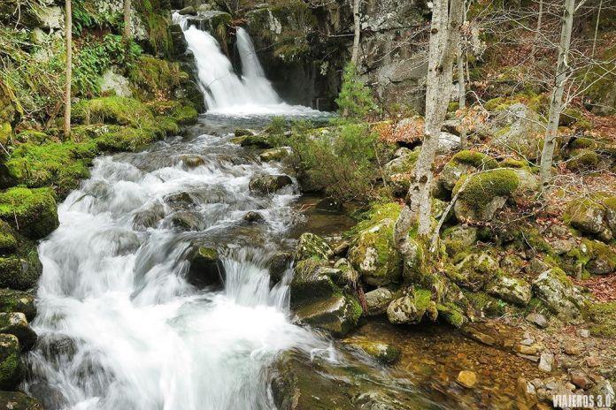 cascadas de Puente Ra en la Sierra de Cebollera