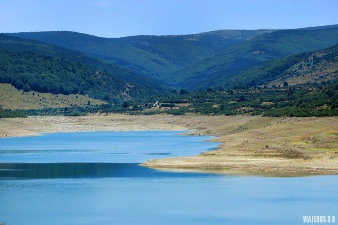 Embalse de Lumbreras, la Sierra de Cebollera más allá de las cascadas de Puente Ra