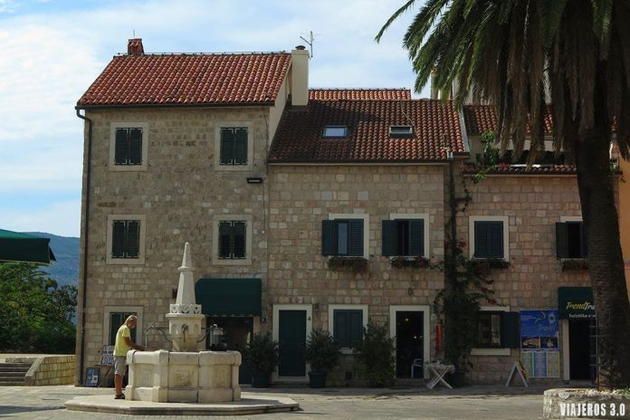 Casco Viejo de Herceg Novi, ruta por la Bahía de Kotor.
