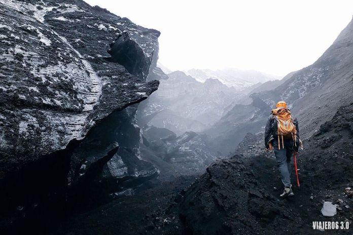 Cueva en Katla, ruta por Islandia
