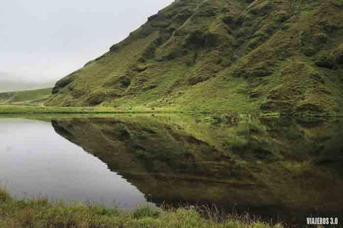 paisajes en una ruta en coche por Islandia