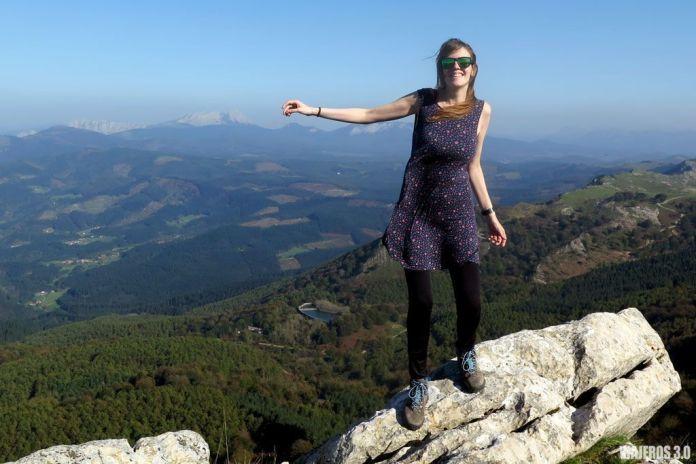 Rebeca Serna en el pico Gorbea, senderismo