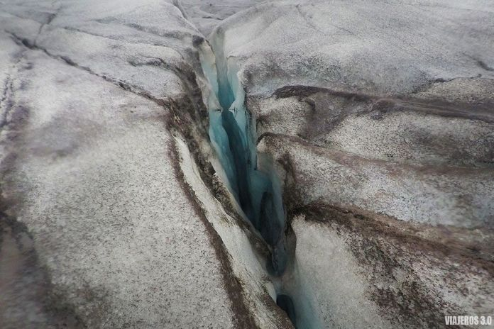 senderismo sobre el glaciar Svínafellsjökull en Islandia