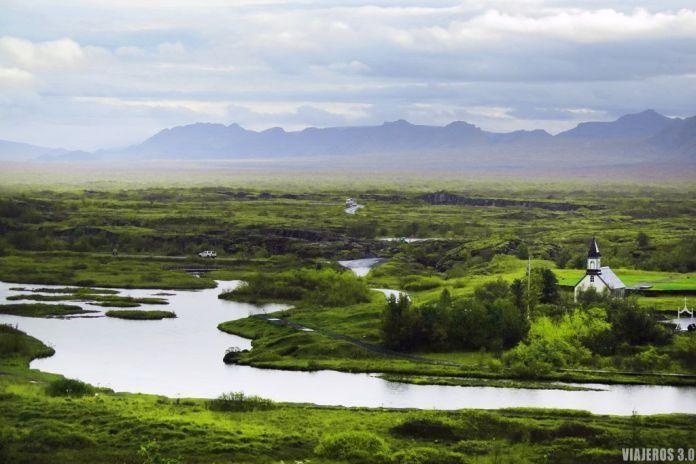 Ruta del Círculo Dorado en Islandia, lago en Thingvellir