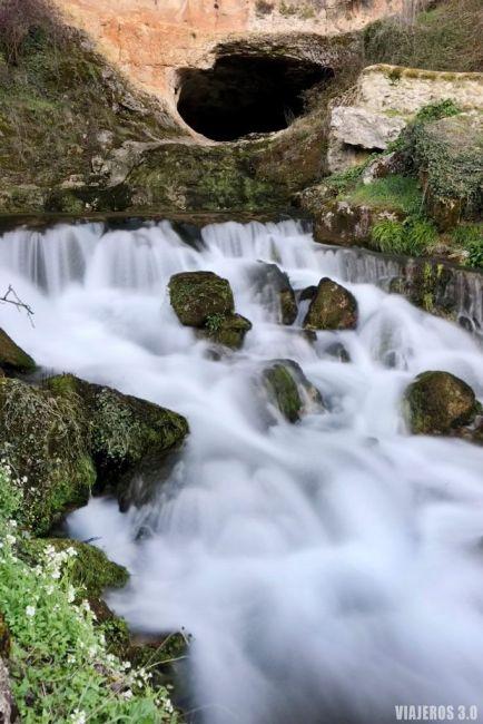 Cueva del agua, en Orbaneja del Castillo