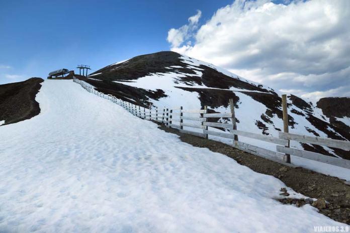 Nieve en la ruta al pico San Lorenzo.