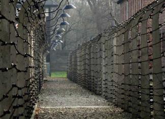 cómo llegar a Auschwitz desde Cracovia y visita en español