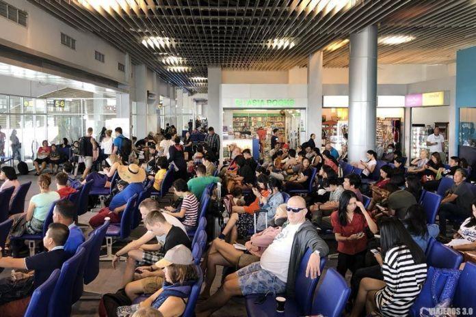 Esperas en el aeropuerto, cómo reclamar vuelo retrasado o cancelado
