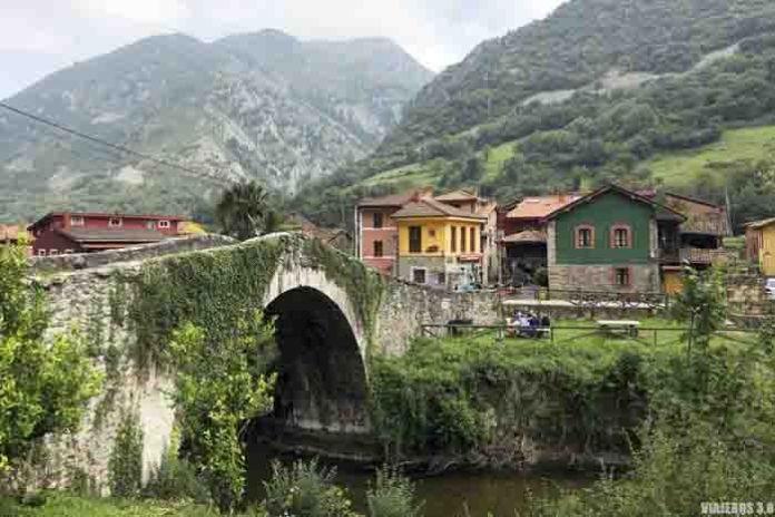Puente medieval de Villanueva en Asturias