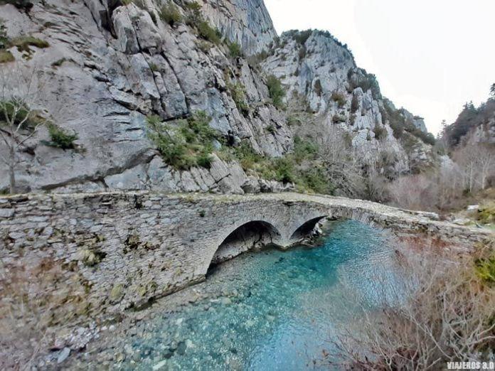 Puente medieval en el Valle de Roncal.