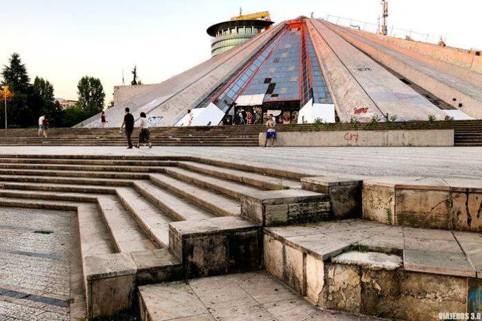 La pirámide de Tirana