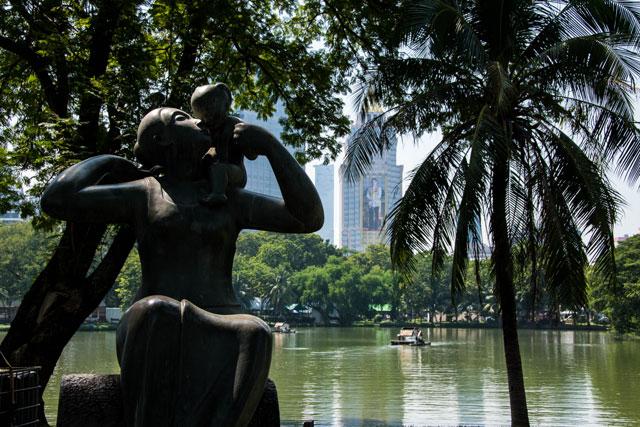 Estatua madre Parque Lumpini, Bangkok, Tailandia