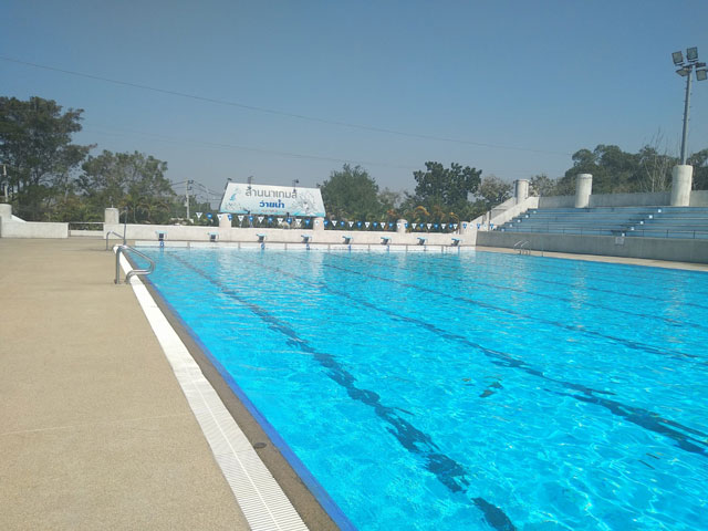 Estadio 700 Aniversario Chiang Mai piscina