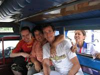 Día 7: Tailandia (Chiang Mai: Doi Suthep con Wat Phra That, etc, Bazar Nocturno, Mercado Anusan, Hot Shot, etc). ViajerosAlBlog.com