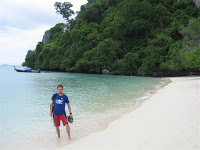Día 13: Tailandia (Phuket con Karon y Kata Beach, etc. Patong Beach con discotecas Tiger, Tai Pan, etc. Islas Phi Phi con Bamboo Island, Viking Cave, Monkey Beach, Koh Phi Phi Don, Koh Phi Phi Leh y Maya Bay, etc).