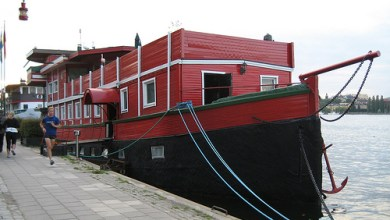 Photo of Dónde dormir y alojamiento en Estocolmo (Suecia) – The Red Boat Malaren.