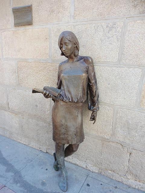 Estatuas urbanas de Madrid: La Estudiante de Malasaña.