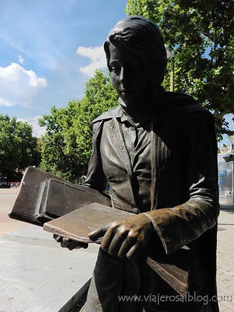 Estatuas urbanas de Madrid: La Colegiala de Aluche.