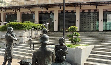 Photo of Estatuas urbanas de Singapur.