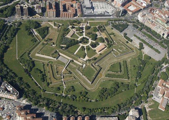 Imagen aérea de la ciudadela de Pamplona, con forma de estrella