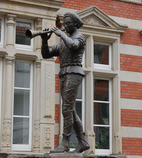 Estatua flautista hamelin