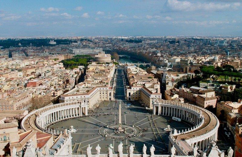 que hacer en roma: cupula de la basilica de San Pedro en el vaticano.
