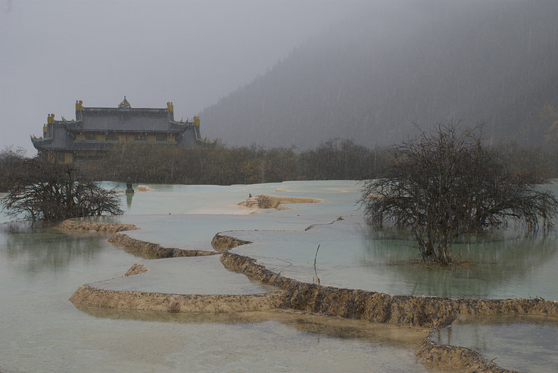 Huanglong: Ancient Temple view