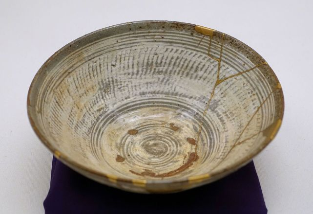 Kintsugi, The Japanese Art of Fixing Broken Pottery With Gold