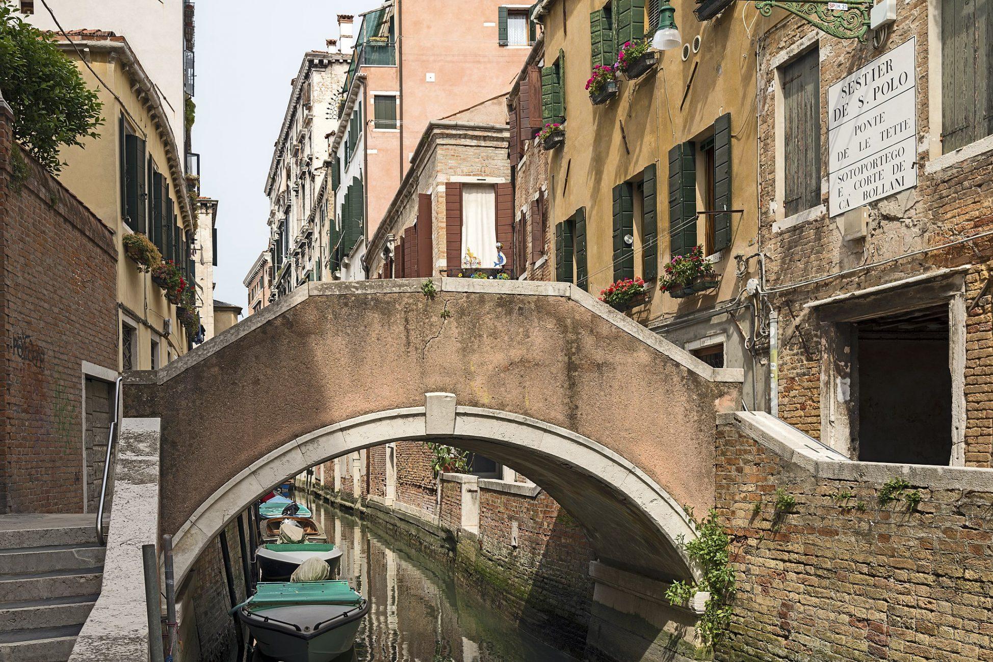 El puente de los senos en Venecia