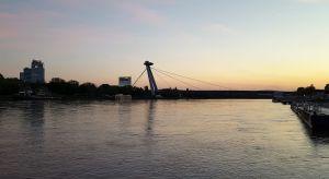 Puente sobre el Danubio en Bratislava