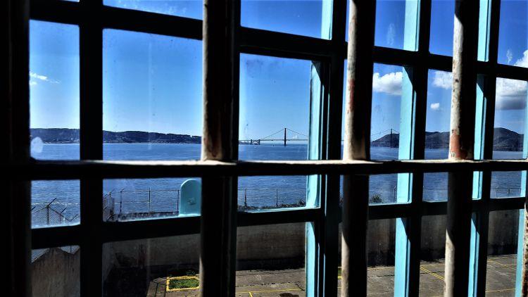 Vista del Golden Gate desde las ventanas de Alcatraz - Películas sobre Alcatraz