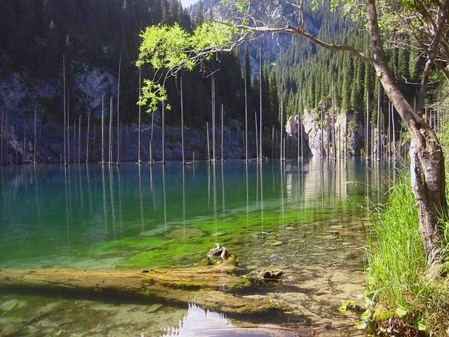 Kaindy_lake