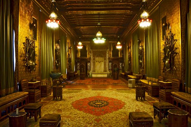 Salón recepción lámparas y alfombras Castelul Peles Sinaia
