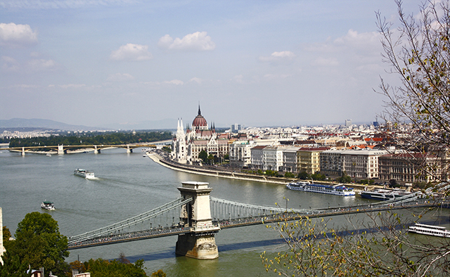 Budapest vistas Monte Géllert puente Cadenas Parlamento Hungría
