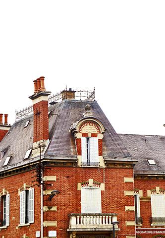 Fachada ladrillo rojo vivienda centro histórico Chartres Francia