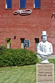 Fundador entrada Museo porcelana Herend Hungría