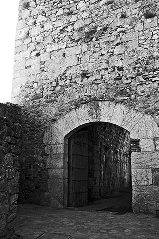 Puerta entrada piedra torre Castillo Morella