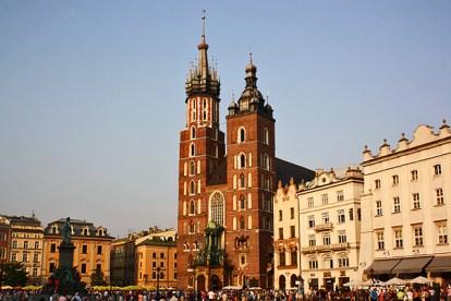 Panorámica Basílica Santa María torres turistas Plaza Mercado Cracovia
